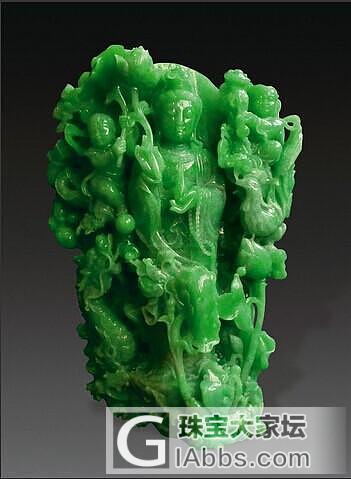 手工雕刻的翡翠一般都具有灵性, 每一件雕品都不一样,因此可以仔细观