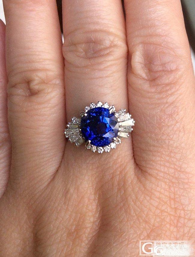 今天在阳台上拍的照,晴天无日光直射,..._戒指刻面宝石蓝宝石
