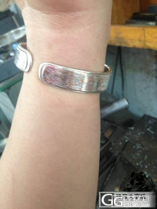 佩戴了一个月的花纹银手镯_工艺手镯银