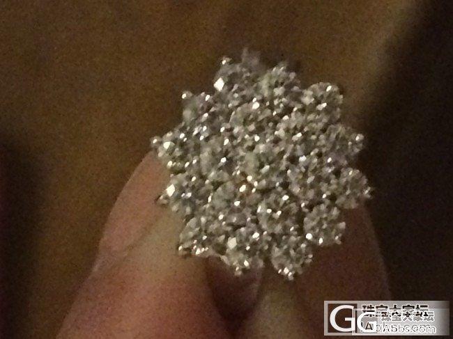 联排小钻有几颗颜色比较暗是为什么啊?_钻石