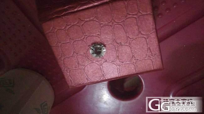 大神帮我鉴定一下是钻石吗?2000年捡到的,用它划玻璃有划痕_钻石