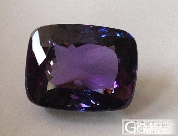 图说坦桑石的三色性_坦桑石刻面宝石