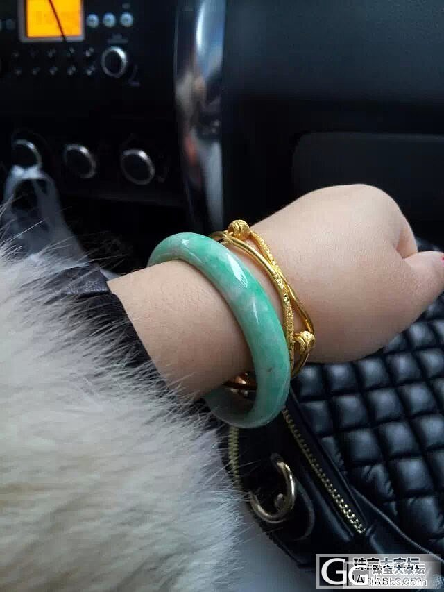 老说自己手黄不配戴绿色,今日一戴大喜..._翡翠