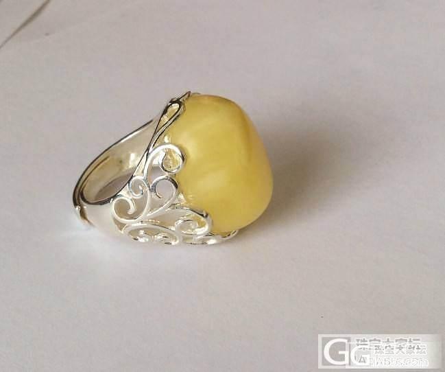 新买的蜜蜡戒指,还不错吧。_蜜蜡