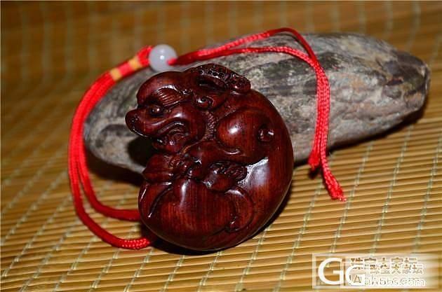 老红木雕刻招财把件_文玩