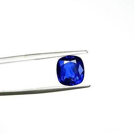 一颗纯净无暇的皇家蓝宝石 4.03卡..._刻面宝石蓝宝石