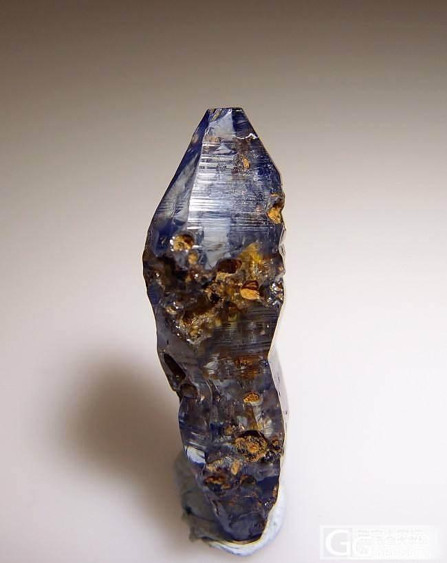 欣赏一颗狰狞的蓝宝石_蓝宝石