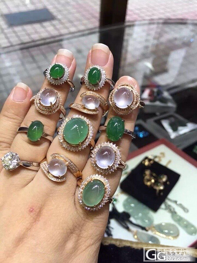 镶嵌好的K金戒指。玻璃种戒指_戒指翡翠珠宝