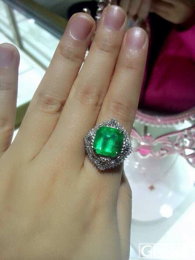 7克拉多的祖母绿,接受它的美,也得接..._珠宝