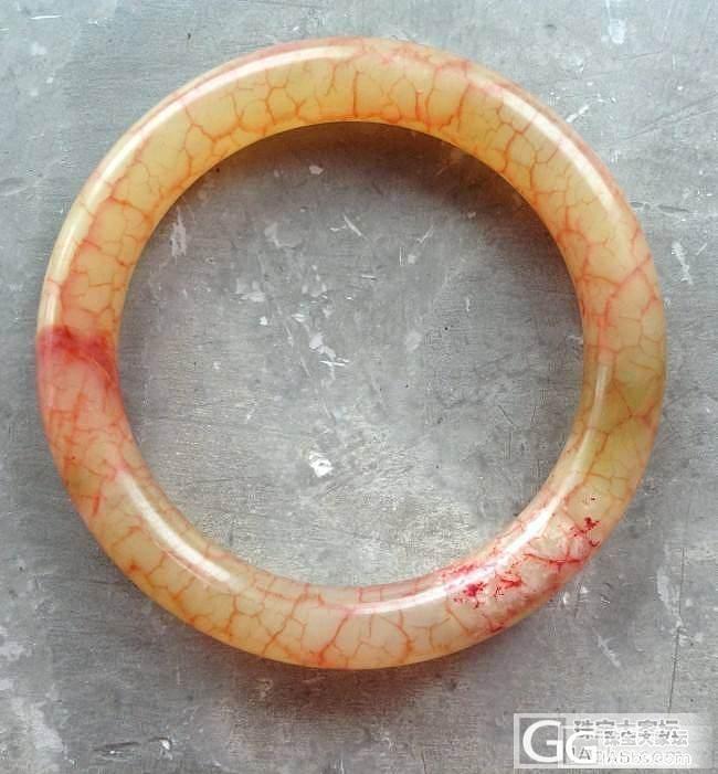 想问问这个镯子是什么材质,价格多少_手镯传统玉石