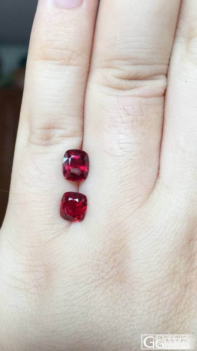 第一次买的入门级小尖晶两颗,颜色比图..._刻面宝石尖晶石