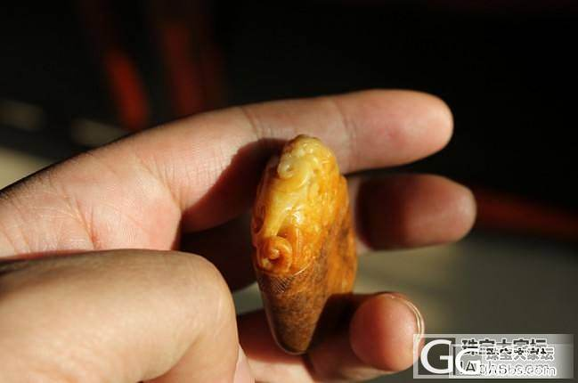 低出两块和田籽玉沁黄籽儿_传统玉石