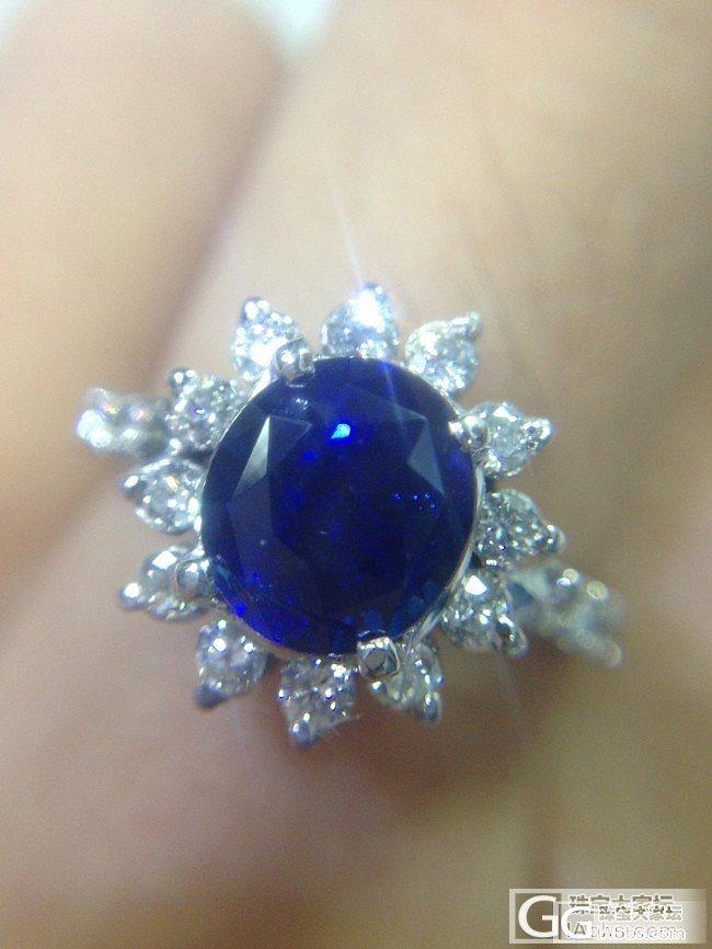 这颗胖胖的蓝宝石戒指 红宝戒指做绿叶衬托一下啦_蓝宝石戒指