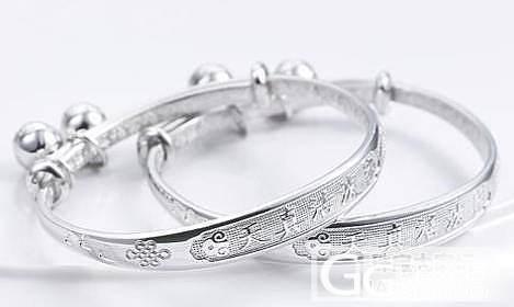 如何给小孩选择一件合适的银饰品_珠宝
