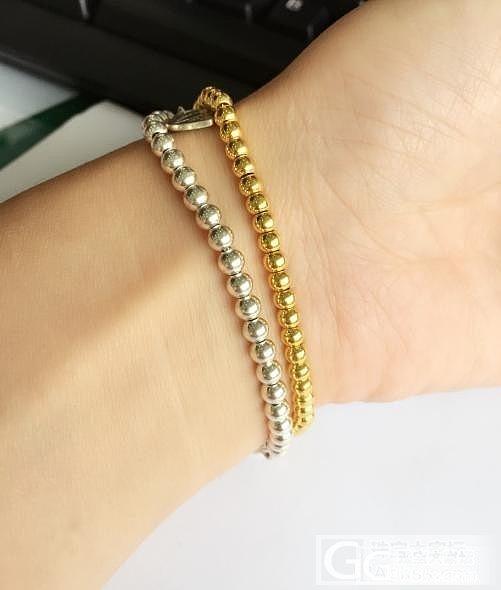 入了一金一银两条珠链,感觉夏天这样戴..._银手链金