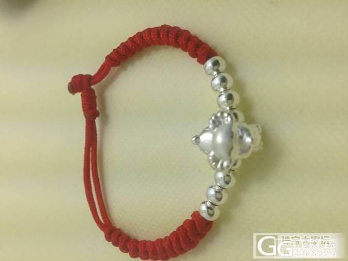爱人自己买配件编的红绳手链,十二生肖的,说给本命年的避邪的