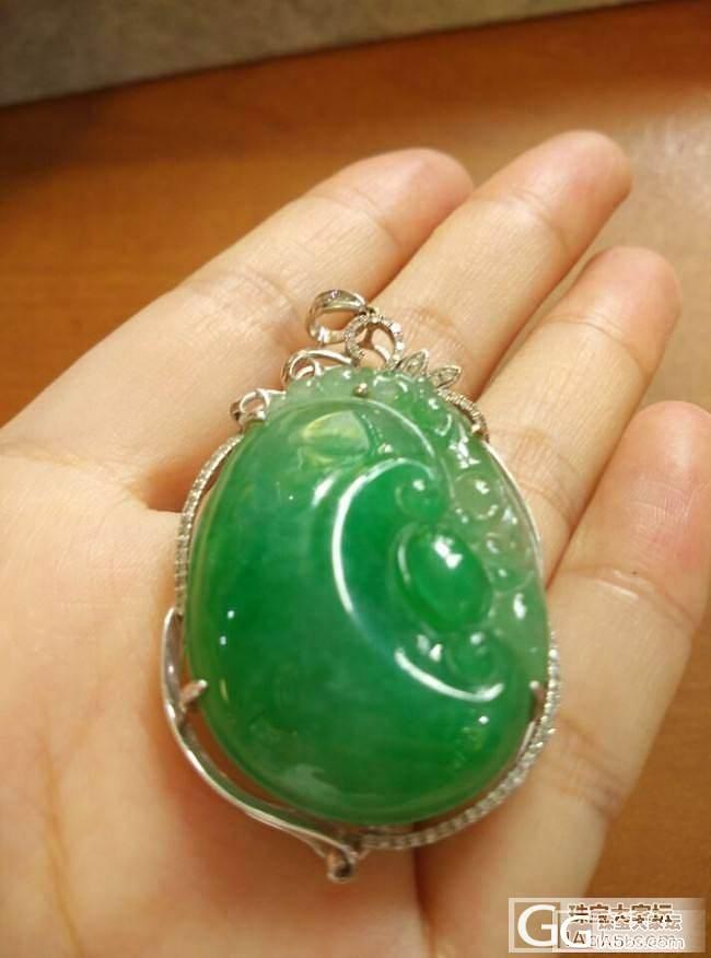 一款满绿翡翠如意挂件,夏天女士佩戴什么翡翠最好呢_翡翠