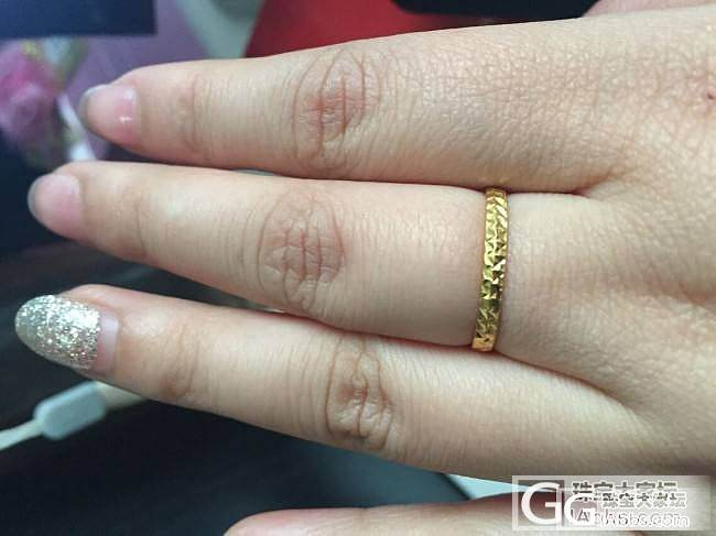 晒晒过年收的两个小戒指~ 比不上姐妹..._戒指金