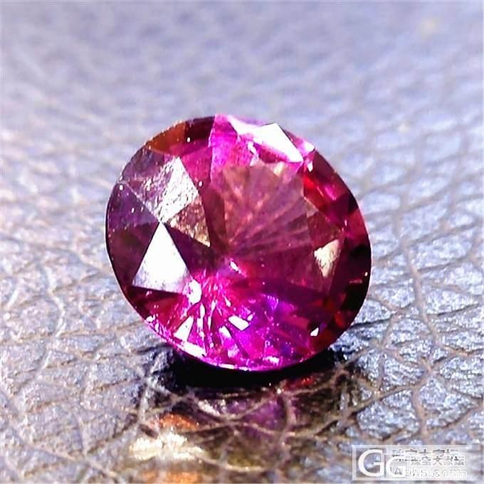 一年前买的一颗石榴石,说是叫玫瑰石榴..._石榴石刻面宝石