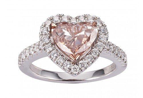 猜猜这枚钻戒的价格_珠宝