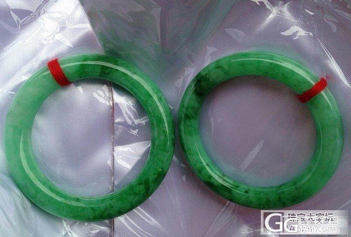 一块料开的满阳翠绿肥圆条镯,一大一小..._翡翠
