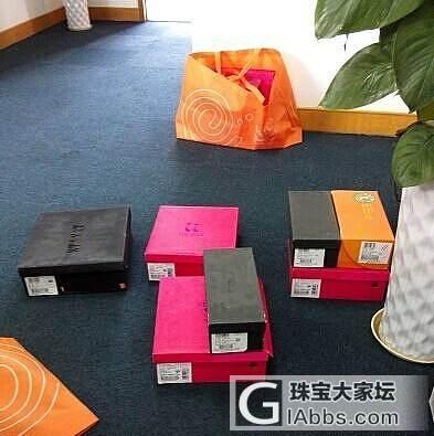 星期六及旗下的鞋子厂家在断码清货。有要的么?_珠宝