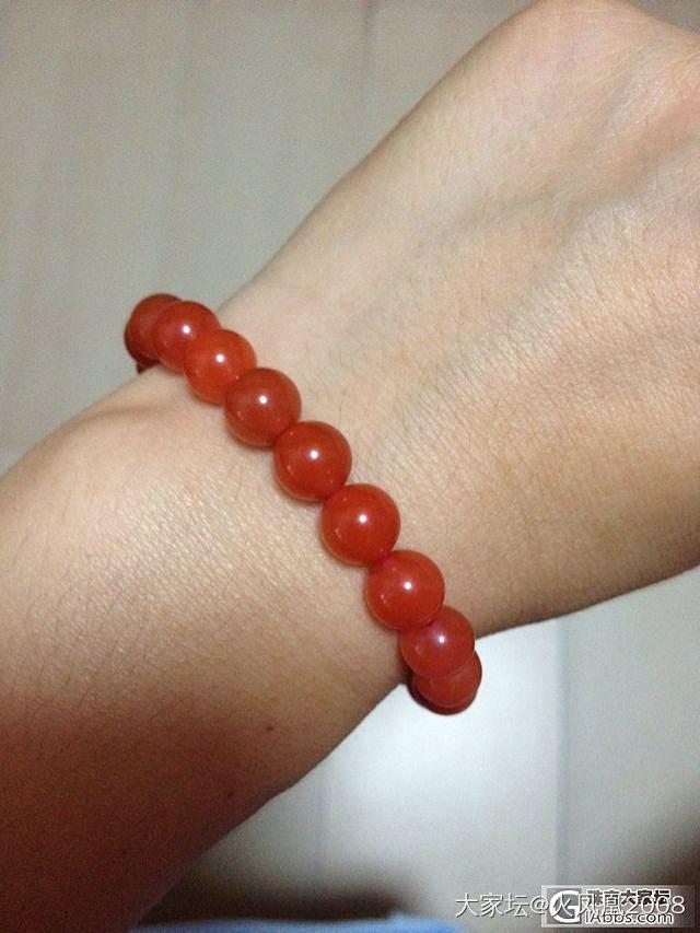 请大家帮看下柿子红与樱桃红, 哪条手串更美艳?_南红