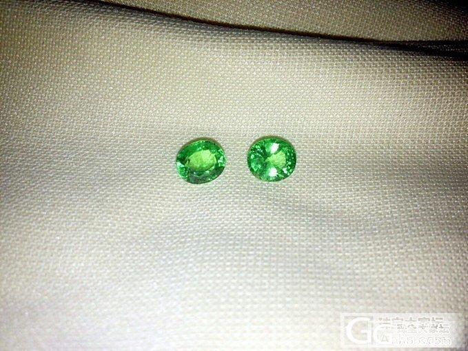 兩顆草綠小沙沙_沙弗莱刻面宝石