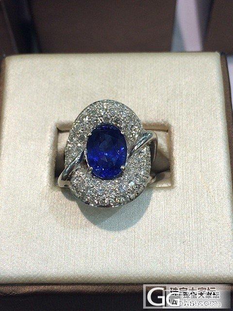欣赏下这个豪华大戒指_蓝宝石