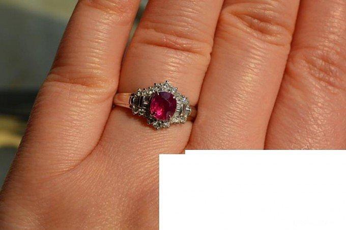 请大家帮忙看下这个戒指是否值得入,谢..._红宝石