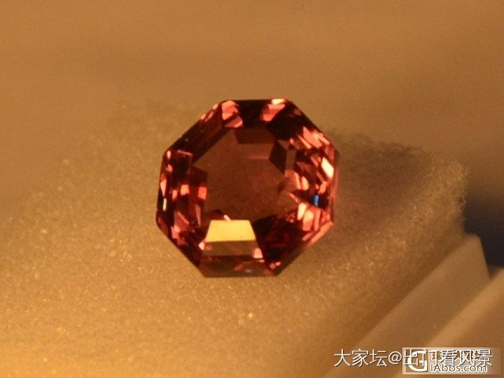 最近迷上石榴石,买了几个精品锰铝榴石和malaya变色石榴石,大家随评_石榴石刻面宝石