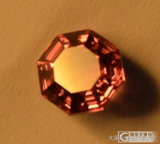 最近迷上石榴石,买了几个精品锰铝榴石..._石榴石刻面宝石