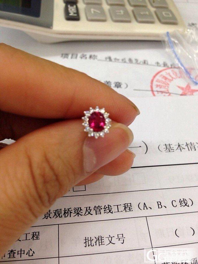 收了一年多,最近才镶嵌好的小红宝和耳钉,我很喜欢_红宝石