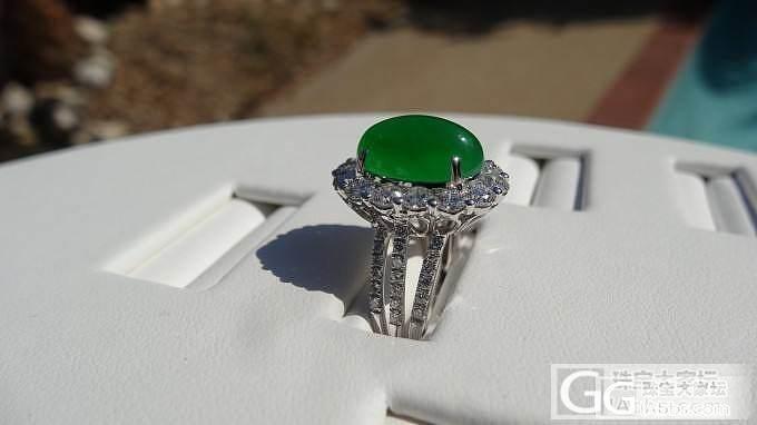 翡翠镶钻石戒指,上午阳光下拍照_翡翠戒指