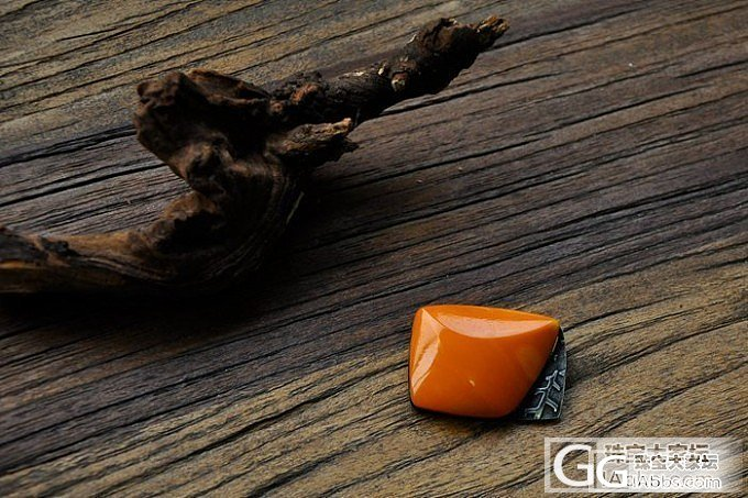 入手一块橙色欧洲老蜜蜡,麻烦大家给长长眼,看是否天然烤色_有机宝石