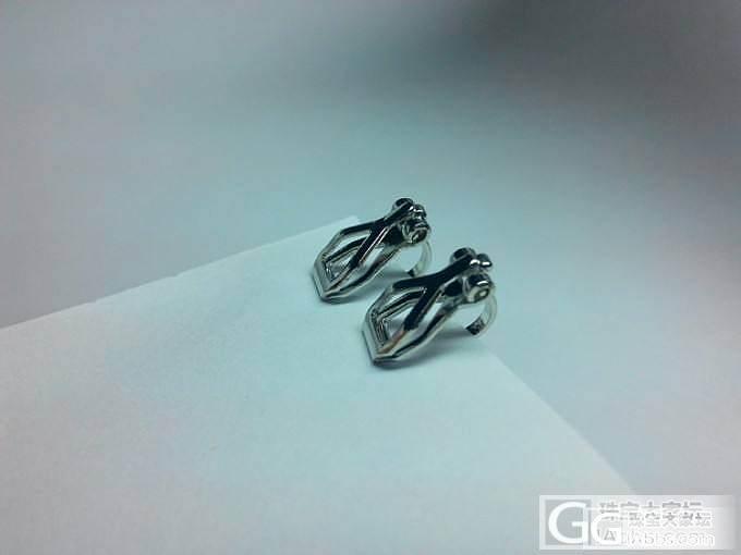 看看这几枚戒指。_珠宝