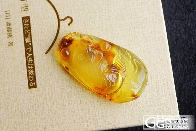 『已售』『琥珀』雕工考究的金珀鱼吊坠_翡翠