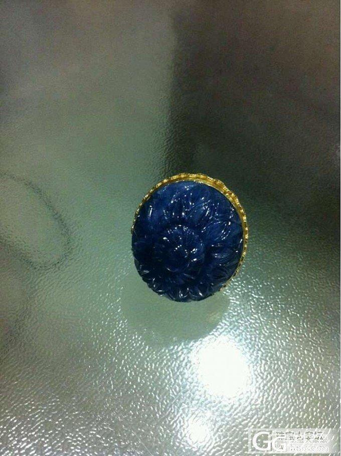[新增图片啦]请大家帮忙看看这颗清代雕花蓝宝到底如何?_蓝宝石