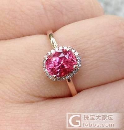 一颗颜色特别的小尖晶。_尖晶石刻面宝石