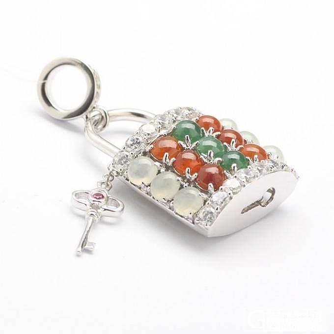 秀条可爱的小手链和锁_翡翠