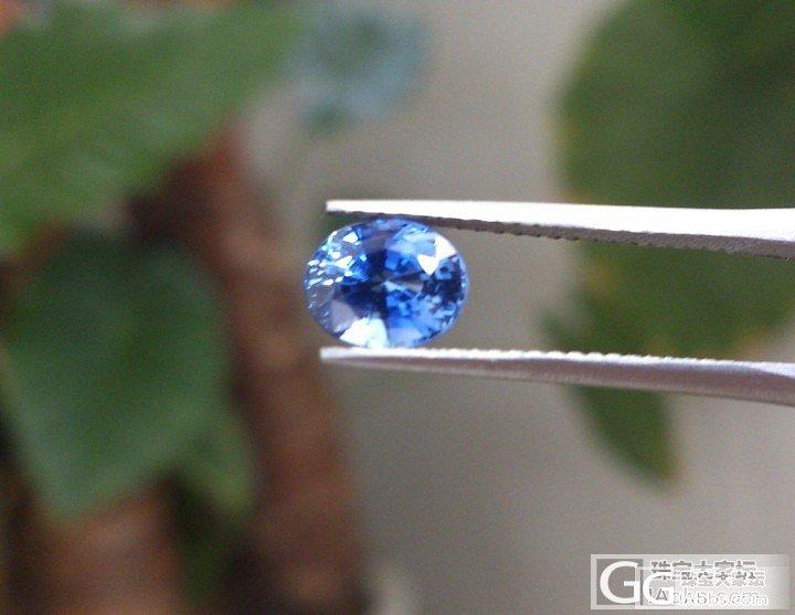 小小的蓝宝石有着惊人的火彩_蓝宝石