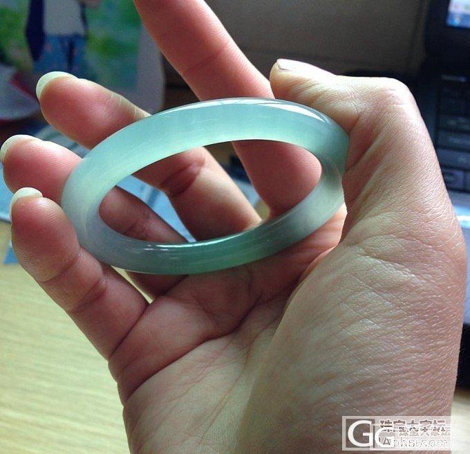 冰化地果绿:贵妃圆条手镯_翡翠