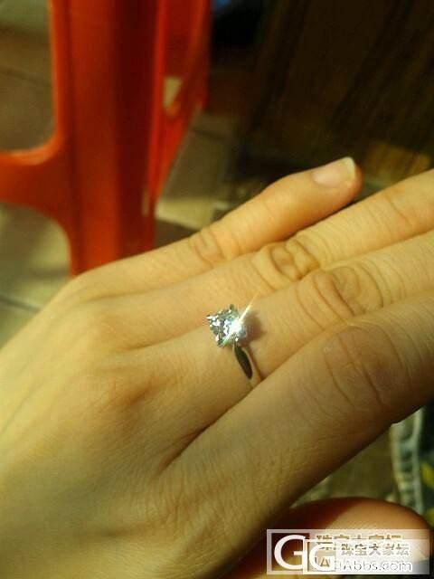 求帮忙看看昨天入手的戒指,53分,证书照在二楼,请大家帮忙看看净度是不是很差?_钻石