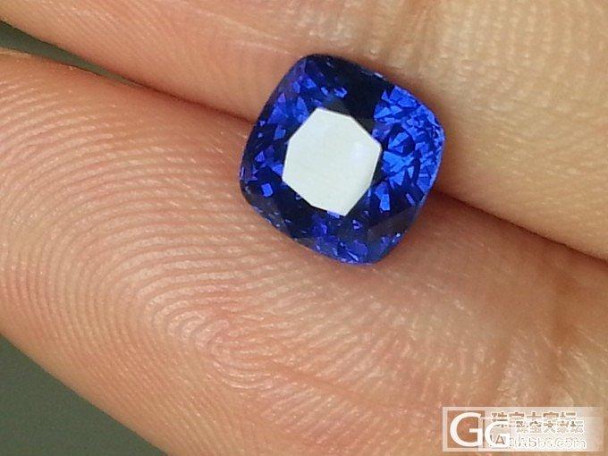一颗小却很美丽的1.8卡无烧皇家蓝_蓝宝石