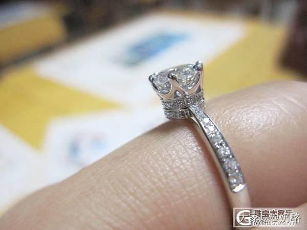 美好的克拉石头,有创意的老板,有创意的钻戒盒子._钻石