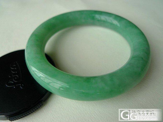 果绿色肥条翡翠手镯,值得入手吗?_翡翠