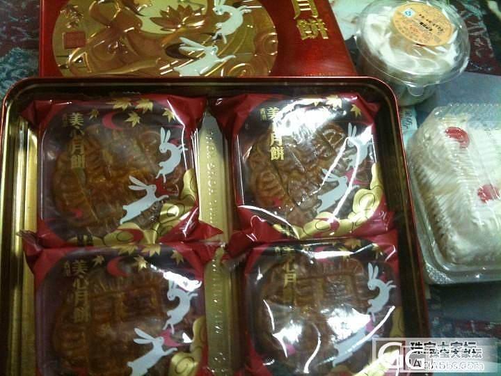 半夜上吃货之.....又到了吃月饼季节了,今天买了二盒先尝尝鲜。说是每天空运呢。_美食