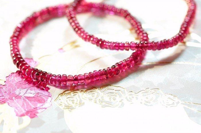亮玫红玻璃体碧玺盘珠手链 部分是ru..._宝石