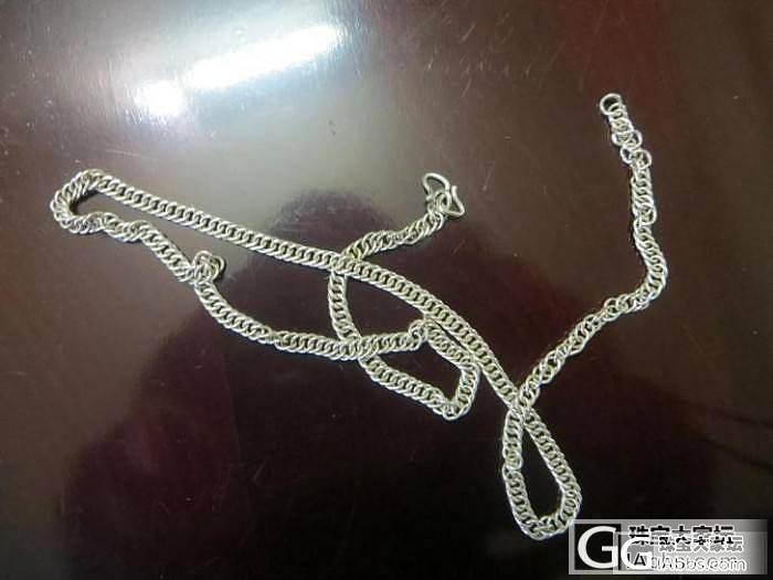 出一条普通的马鞭银链子。_银