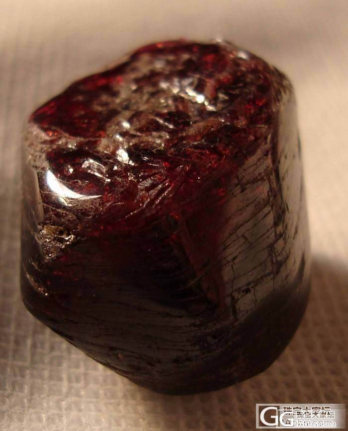 大家帮小白看看这种石头是什么。_宝石刻面宝石